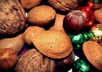 almonds-570420_1920